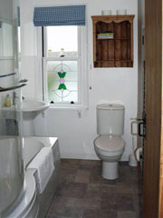 The bathroom at Rosebay Cottage, Findhorn
